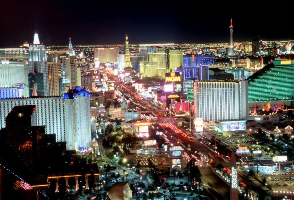 Hotéis e atrações no começo da Las Vegas Strip