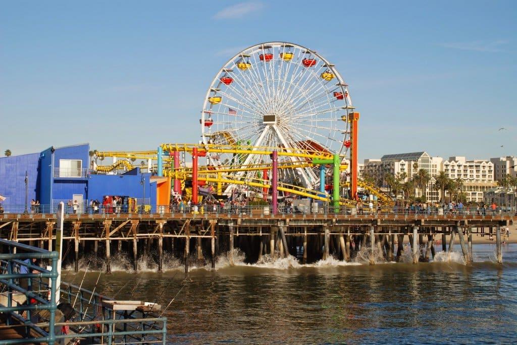 Parque Pacific Park em Santa Monica na Califórnia: roda-gigante e píer