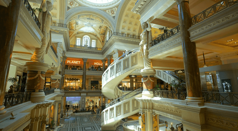 Escada rolante em espiral nas Forum Shops em Las Vegas