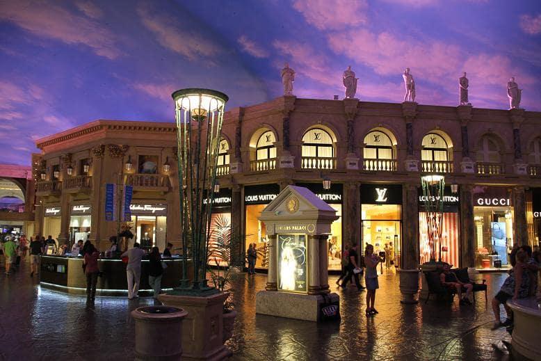 Lojas luxuosas nas Forum Shops em Las Vegas