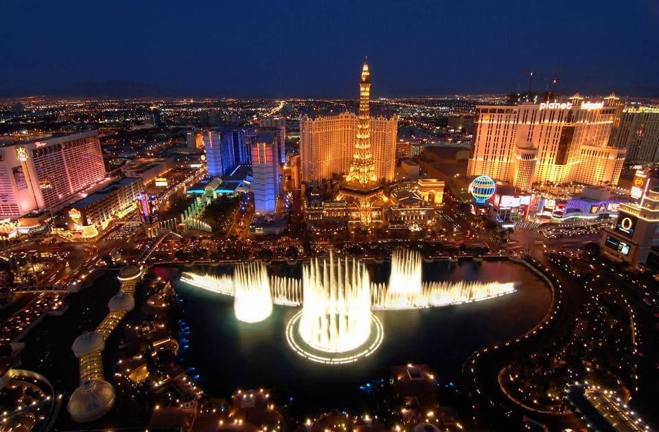 Vista aérea da Torre Eiffel em Las Vegas