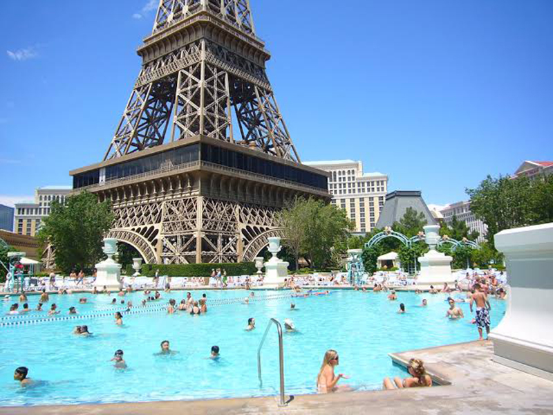 Piscina do hotel Paris em Las Vegas